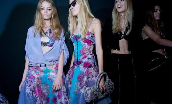 Backstage de Versace en la MFW