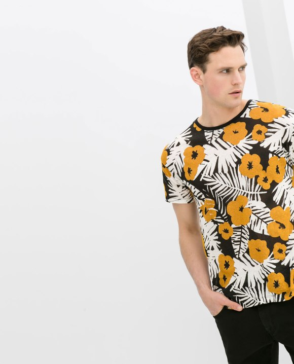 Camiseta Flores de ZARA 17,95€