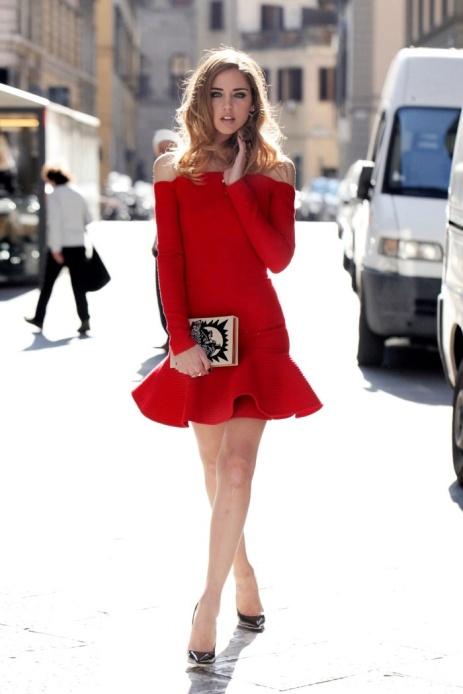 Chiara Ferragni con un minivestido rojo