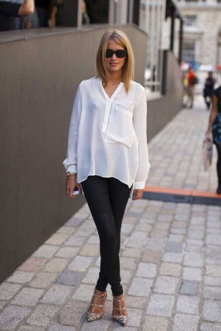 Camisa blanca + jeggins + tacón bonito