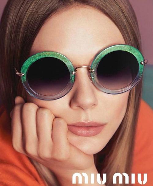 Elizabeth Olsen para Miu Miu Sunglasses