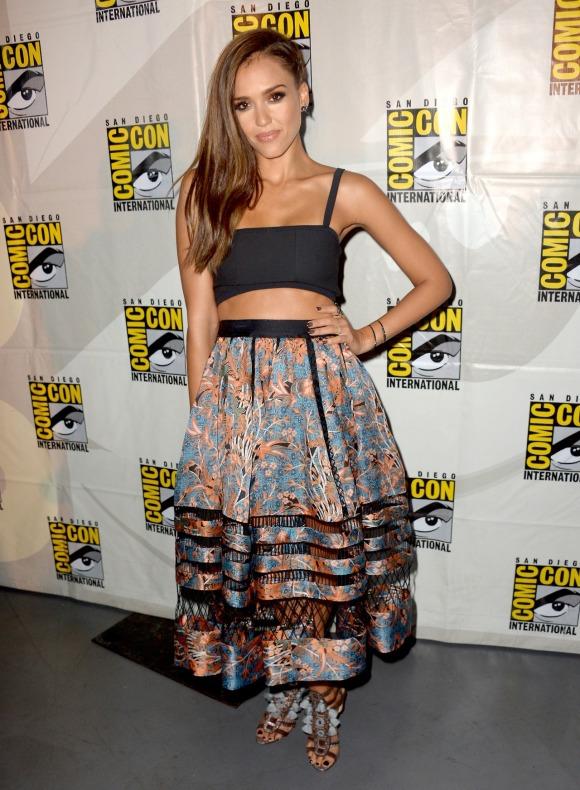 Jessica Alba, con una falda de Zimmermann Resort