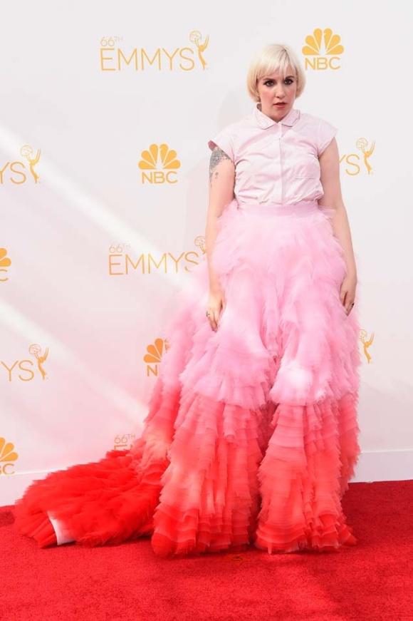 Lena Dunham, que ha estrenado recientemente nuevo color y corte de pelo, se equivocó eligiendo un Giambattista Valli Couture