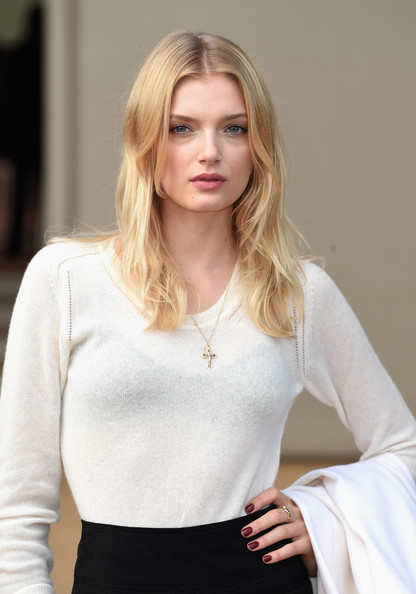 Lily+Donaldson+Arrivals+Burberry+Womenswear+_GiKdeI14Isl