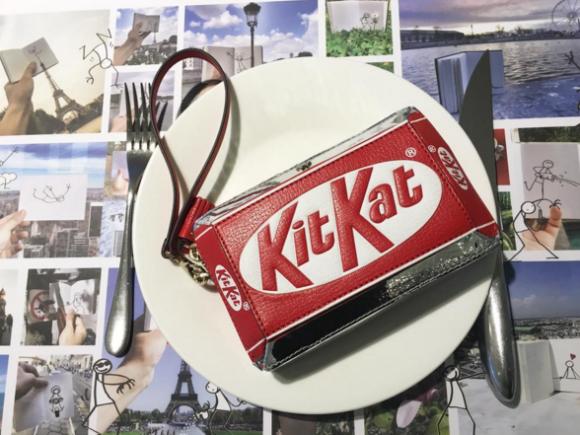 Clutch Kit Kat a la venta en Colette